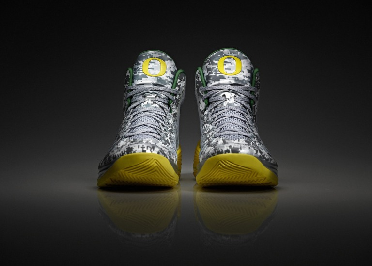 nike-oregon-ducks-armed-forces-classic-hyperdunk-1