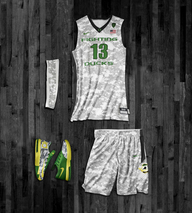 nike-oregon-ducks-armed-forces-classic-uniform