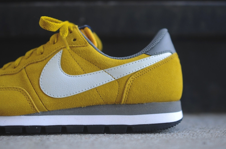 nike-air-pegasus-83-ltr-dark-citron-3
