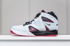 nike-air-tech-challenge-hybrid-denim-1
