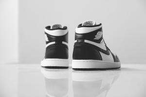 air-jordan-1-retro-high-og-black-white-14