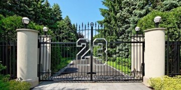 michael-jordan-house-gate