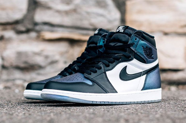 air-jordan-1-retro-high-og-all-star-3.jpg