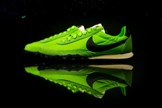 nike-waffle-racer-action-green-black-2