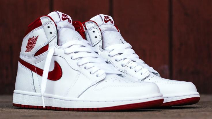 air-jordan-1-metallic-red-20174-release-date-555088-103.jpg