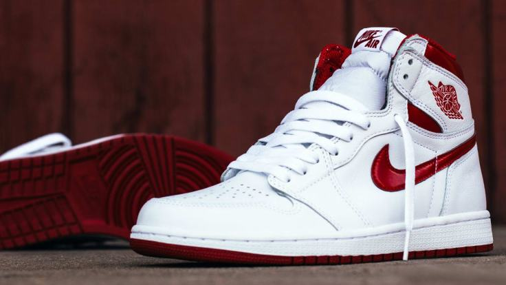 air-jordan-1-metallic-red-20175-release-date-555088-103.jpg