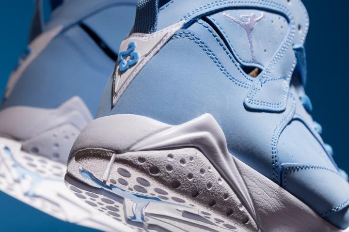 ir-Jordan-VII-Retro-304775-400-UNIVERSITY-BLUE-3-of-3.jpg