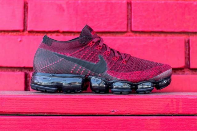 http---hypebeast.com-image-2017-07-nike-air-vapormax-dark-team-red-2-001