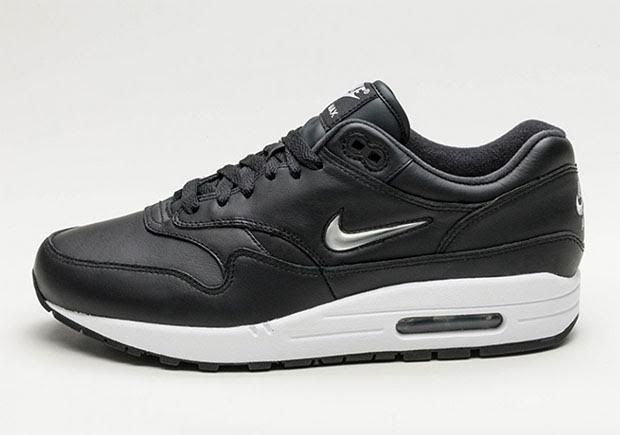 nike-air-max-1-metallic-jewel-swoosh-01