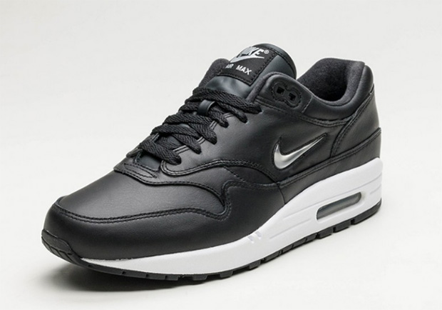 nike-air-max-1-metallic-jewel-swoosh-02