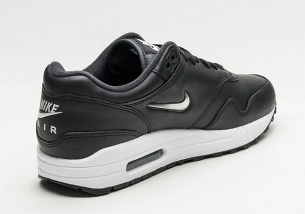 nike-air-max-1-metallic-jewel-swoosh-03