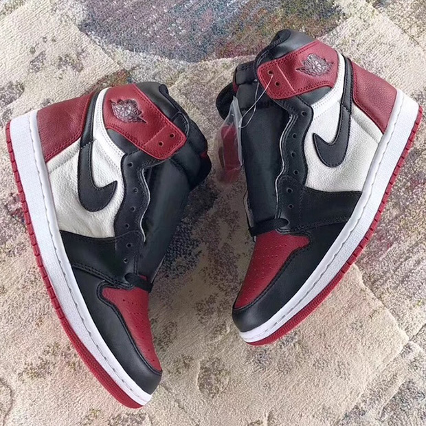 air-jordan-1-bred-toe-555088-610-3