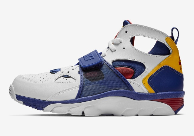nike-air-trainer-huarache-679083_107-1