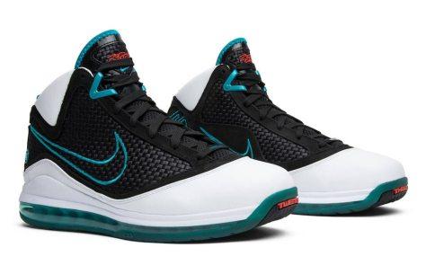 Nike-LeBron-7-1