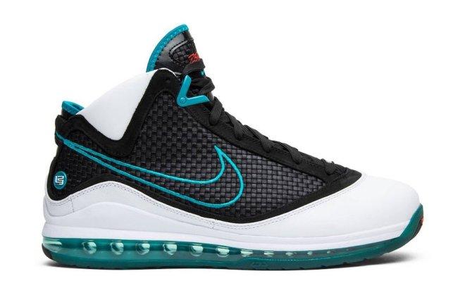Nike-LeBron-7-2