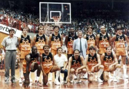 michael-jordan-shatters-the-backboard-italy-1986-1.jpg